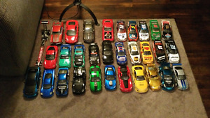 30 Diecast Cars 1:24 Scale