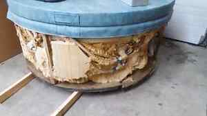 Hot tub runs great for sale  just needs cosmetic finishing