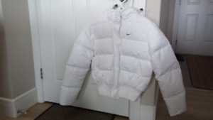 Women's NIKE Medium size puffer WINTER JACKET