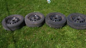 """Jantes 16"""" avec pneus d'hiver 205/55R16 5x114.3"""