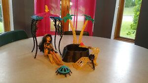 Spa Monter Hight avec accessoires et poupée Cléo DeNile