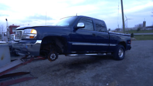 2000 gmc Sierra 4x4 selling whole for parts truck