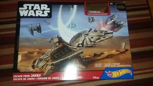 Hot Wheels Star Wars Escape from Jakku Playset Millenium Falcon