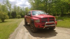 2004 DODGE RAM 1500 4WD 4DR WITH LIFT KIT