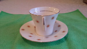 "Royal Albert ""Star of Eve, Orange Stars"", Art Deco Cup & Saucer Cambridge Kitchener Area image 3"