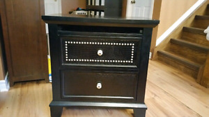 New Solid wood end table/ bedside table