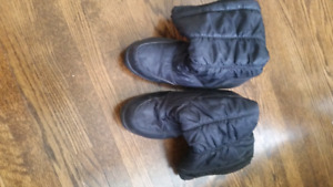 Awesome Cougar Winter boots Size 11