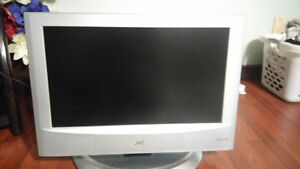 "JVC 32""LCD  TV  comes with the remote in very good shape"