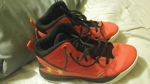 Youth size 6 basketbal sneakers