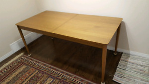 Walnut wood veneer dining table extendable