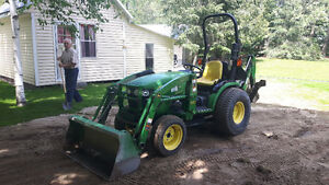 John Deere 2520 tractor, loader, backhoe, low hours