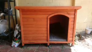 Extra large kennel, opening lid, all weather turf and mattress