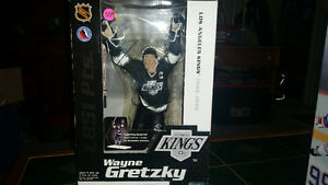 12 INCH WAYNE GRETZKY McFARLANE BRAND NEW IN THE BOX!!! London Ontario image 3