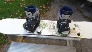 Sims snowboard with bindings and boots Kitchener / Waterloo Kitchener Area image 1