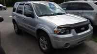 2005 Ford Escape 4x4 SUV hybrid low km's must be seen !!!