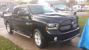 2014 Ram Sport crew cab**fully loaded low km.  Ext warranty!