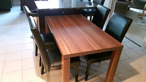 Dining table and 4 chairs Belleville Belleville Area image 1