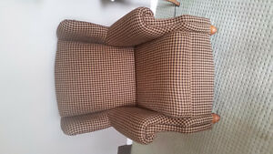 BEAUTIFUL  WING BACK CHAIR IN EXCELLENT CONDITION