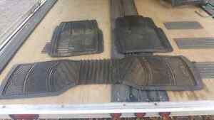 A few parts for 2003 to 2006 Chevy avalanche Kingston Kingston Area image 10