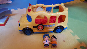 Little people bus & 2 people