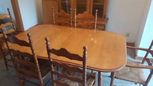 roxton dining room set / ensemble salle à manger
