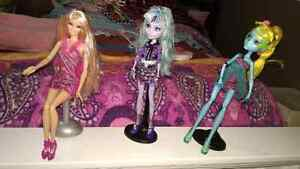 Lower Price! Barbie and Monster High. 3 Dolls with accessories Kitchener / Waterloo Kitchener Area image 2
