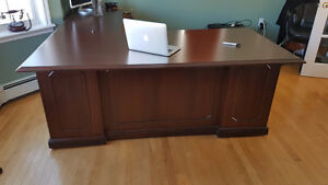 Just Reduced!!!! Beautiful office desk, really good deal.