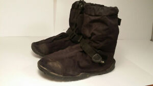 *couvre bottes - NEOS - ( homme taille 7 ou femme taille 9 )*
