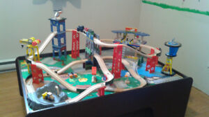 Ensemble de train et table Super Highway de Kidkraft