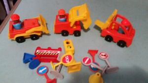 VINTAGE FISHER-PRICE LITTLE PEOPLE CONSTRUCTION LOT