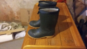 mens winter boots sz. 7, excellent shape with insoles
