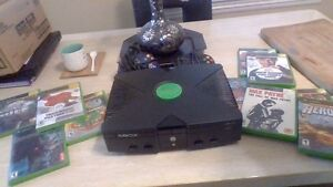 ORIGINAL XBOX WITH 2 REMOTES AND 10 GAMES