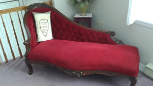 Antique Queen Anne Settee / Lounge