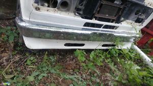Bumper Avant chromé  Ford Econoline 1989 parfaite condition
