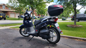 2009 SYM HD200 Automatic Scooter. Like new. Certified