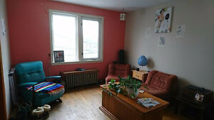 May 1st-August 1st 2 bedroom Shirley St apartment