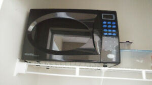 Microwave oven in excellent condition. $40