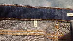 Zara Medium Rise Slim Fit Jeans Size 26 (US 4) - new Kitchener / Waterloo Kitchener Area image 3