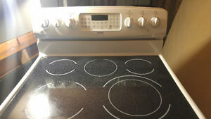 Kenmore 4-Element + Warmer Convection, Self-cleaning oven