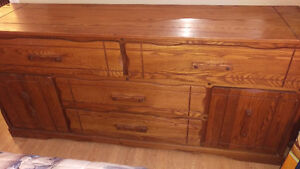 COLONIAL SOLID WOOD DRESSER (GREAT CONDITION) West Island Greater Montréal image 1