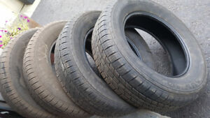 Set of 4 KUHMO 235/65R/17 M+S