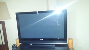 Selling 42'' Pioneer Plasma TV
