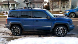 2010 jeep patriot limited 4x4 / low kms / cheap / need gone asap