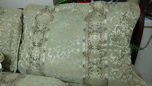 BEDDING SET COMPLETE WITH BED SKIRT, SHAMS AND ACCENT PILLOWS