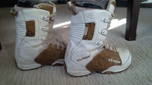 thirtytwo snowboard boots size 9