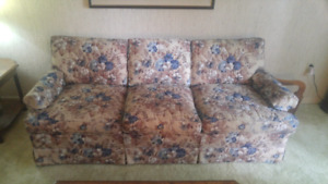 ▶2 COUCHES AND 2 WINGBACK CHAIRS