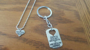 MOTHER/DAUGHTER NECKLACE & KEYCHAIN SET