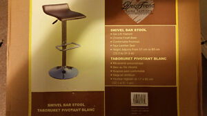 Two swivel bar stool.New in the box West Island Greater Montréal image 2