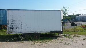 Foresterie trailer fermé de pièces diverses