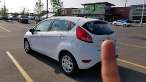 2013 Ford Fiesta SE clean & low mileage well-miantamed